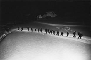 《歌ってゆく鳥追い、桑取、新潟》1940年
